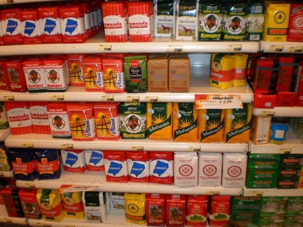Mate (Ilex p.) im Supermarkt Salta, Argentinien, 2008