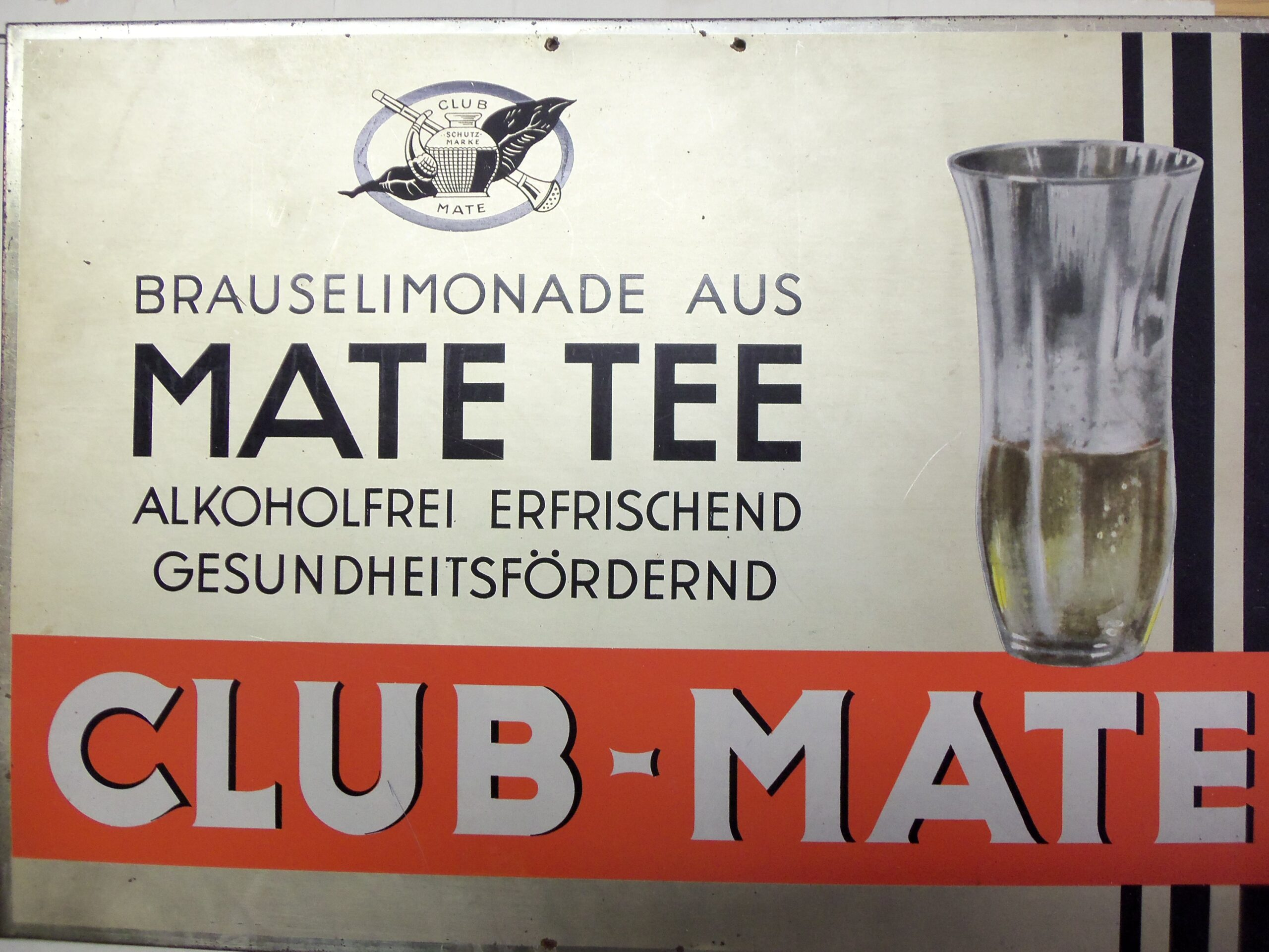 Club-Mate-Werbeschild der Mate-Industrie Köstritz